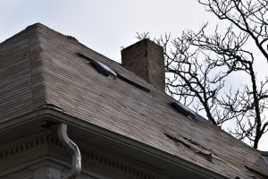 Repairing Your Roof or Simply Replacing It